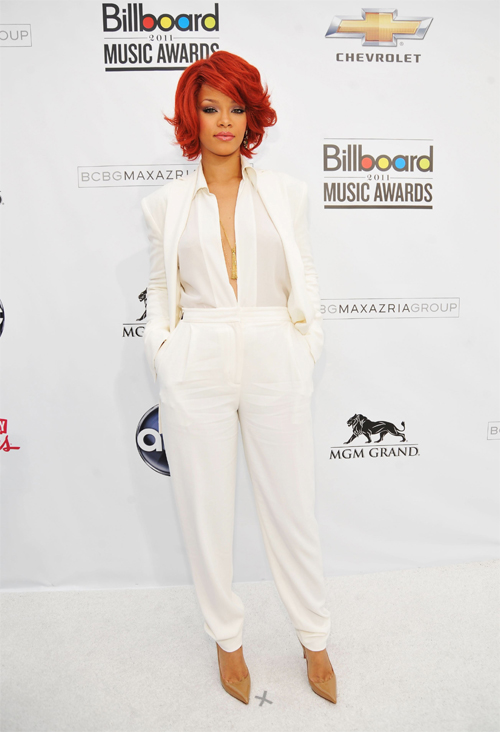 Billboard-Awards-2011-Rihanna-Classy-White-Pants-Suit