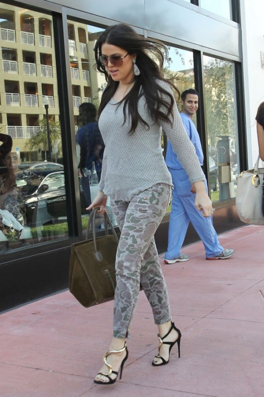 camo-jeans-khloe-kardashian